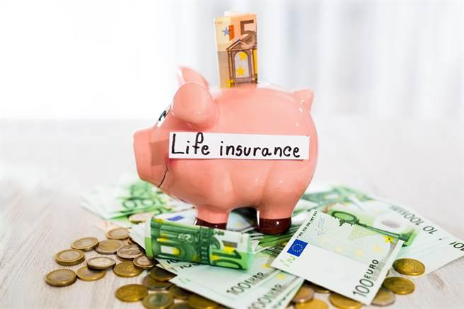 黃天牧伉儷理財偏好儲蓄險  名下保單增值中(圖/小花平台保險提供)