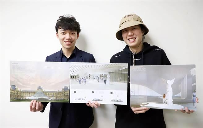 台科大建築系學生唐經崴(右)、應屆畢業生馬朗文(左)的作品「聆光者(Hear the Light)」,獲得2020美國建築大師獎室內設計類全場大獎。(台科大提供/李侑珊台北傳真)