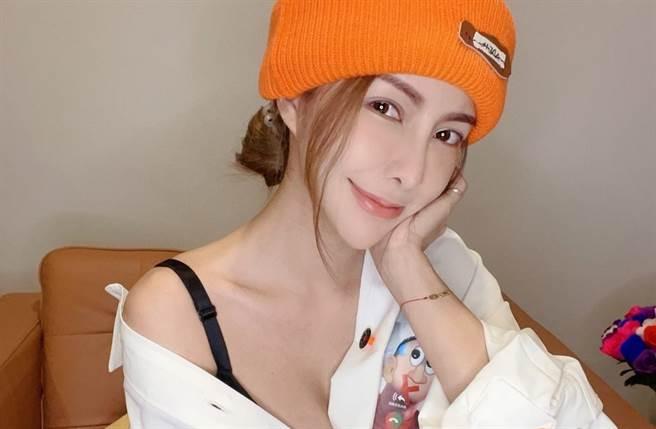 辣模CC(西西)外型亮麗,更擁有F罩杯傲人上圍。(圖/翻攝自CC臉書)