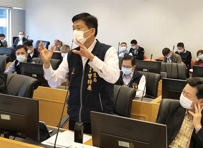 衛生局長曾梓展於法規委員會中說,他人認為萊豬就是毒豬,不可檢驗出含有瘦肉精,食物是天然的最好。(陳世宗攝)