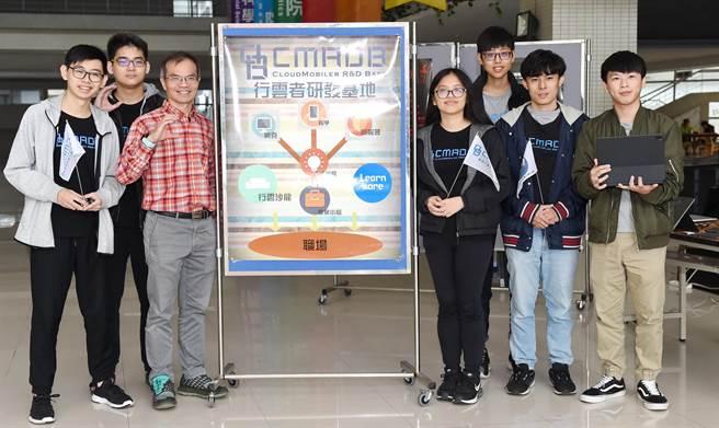 靜宜「行雲者研發基地」,由一群對程式設計及專案管理充滿熱忱的師生及業師於2013年創立。(陳世宗攝)