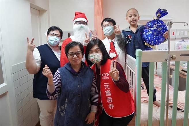 元富證券聖誕傳愛,前進花蓮慈濟醫院。圖/元富證券提供