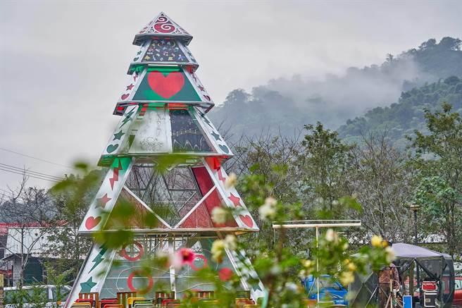 塔山光之樹屹立在阿里山來吉部落,未來可望成為熱門打卡景點。(大雲文創提供)