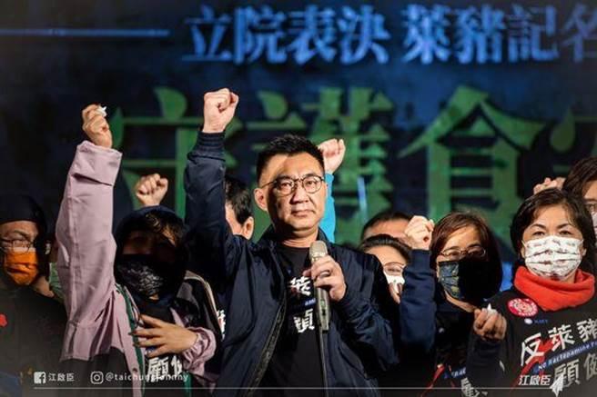 國民黨立委在立院守夜。(摘自江啟臣臉書)