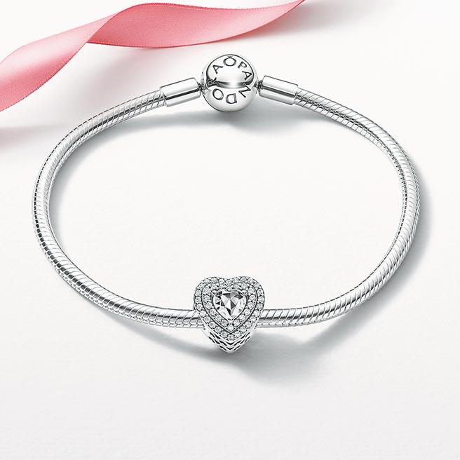 Pandora璀璨之心手鏈套組,3980元。(Pandora提供)