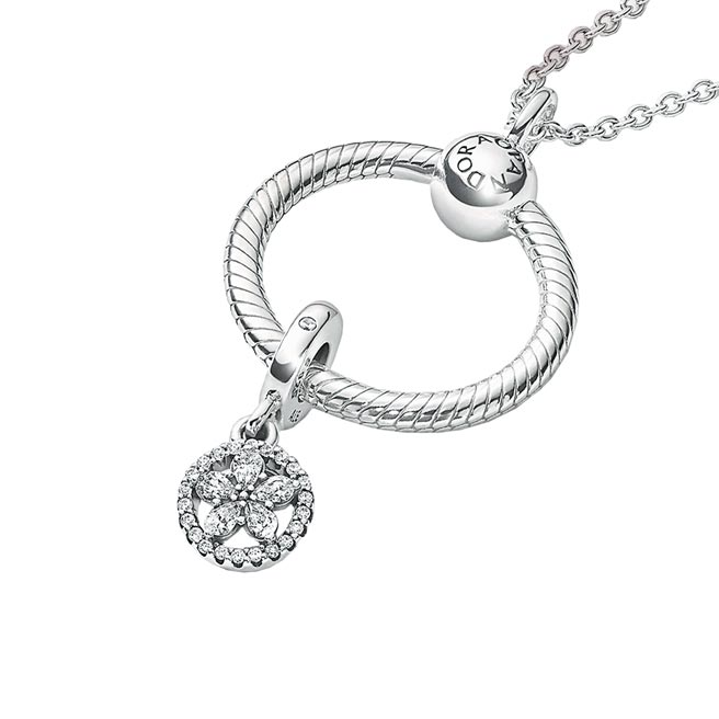 Pandora星鑽雪花項鏈套組,3980元。(Pandora提供)