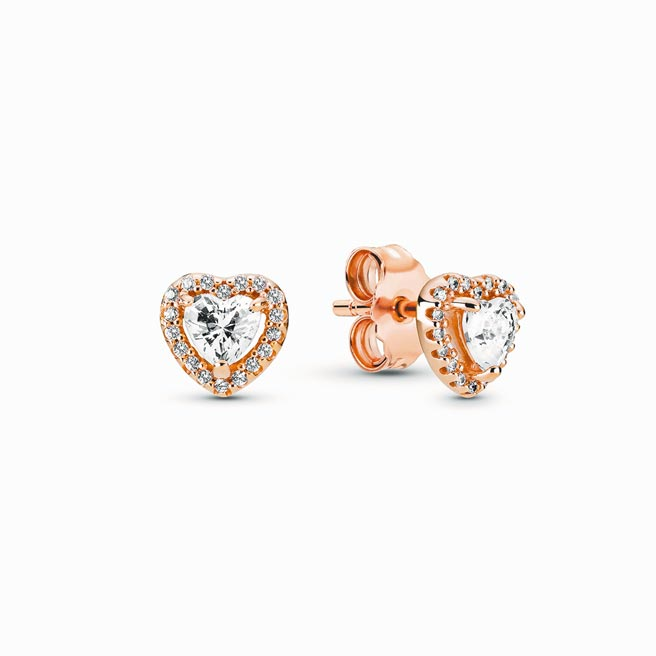 Pandora Rose璀璨之心耳環,3680元。(Pandora提供)