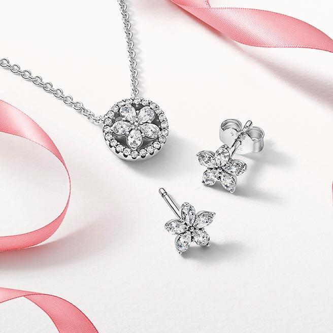 Pandora星鑽雪花項鏈耳環套組,3980元。(Pandora提供)