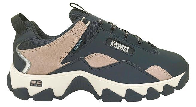 新光三越K-SWISS男女防水鞋系列指定鞋款(獨家),使用任一面額三倍券或動滋券,原價3280元、特價2880元。(新光三越提供)