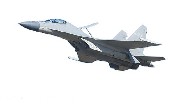 解放軍空軍殲-16戰機空中飛行表演。(新華社資料照片)