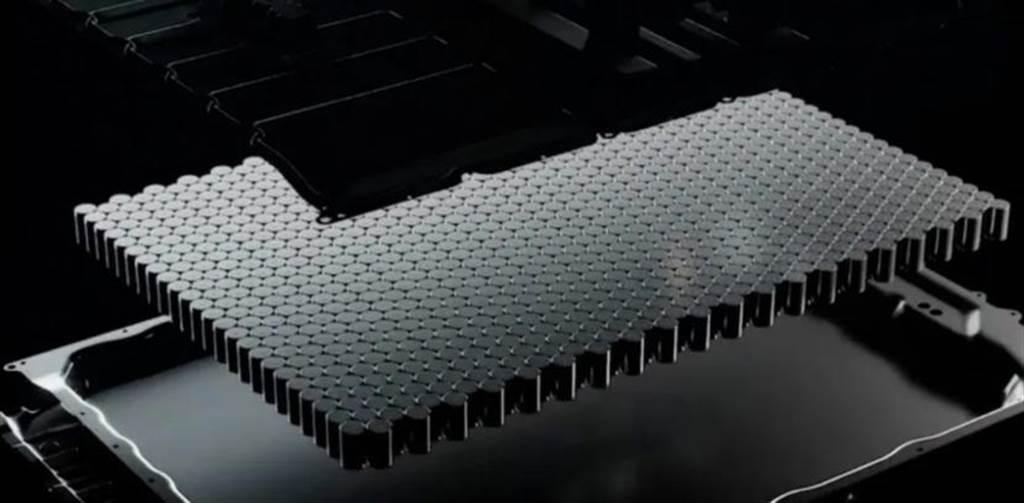 特斯拉明年會有 LG 新電池!鎳鈷錳鋁配方有更高能量密度,續航力可達 600 公里