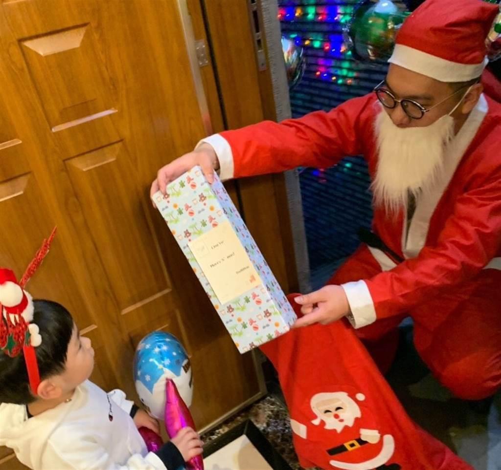 信義房屋聖誕老公公來囉活動替小孩圓夢。(圖/信義房屋提供)