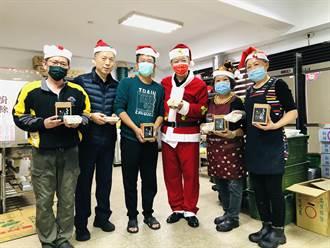 警分局長化身耶誕老人 訂購200碗「誠信碗粿」慰勞同仁