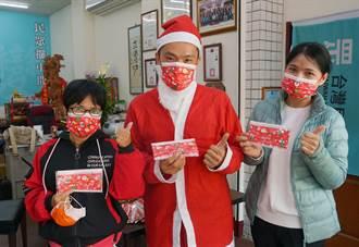 台中大里聖誕口罩登場 把歡樂帶在臉上