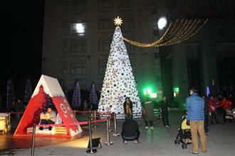 苗栗耶誕點燈 加強防疫呼籲民眾戴好口罩