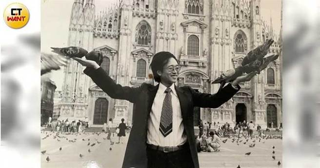 何茂成早年是外銷成衣商長期旅居國外,常見各種園遊會擺放各式跳跳屋,想讓台灣偏鄉孩子也能體驗樂趣,遂成立何爺爺跳跳屋巡迴。(圖/何茂成提供)