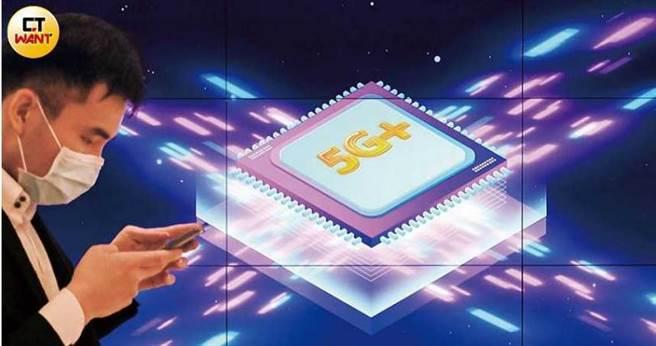 台股5G題材延燒,帶動供應鏈個股,相關主題式ETF的規模也衝破百億元大關。圖為日前台股最大5G ETF「國泰台灣5G+」上市記者會。(圖/馬景平攝)