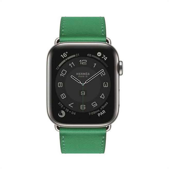 第六代 Apple Watch Hermes系列腕表,竹子綠色Swift小牛皮表帶1萬900元,含表整組售價4萬400元。(HERMES提供)