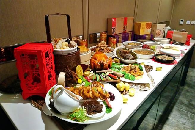2021年春節年菜商機估達逾50億元,六福旅遊集團推出11款中價位冷凍年菜商品,配合六福萬怡續推常溫年菜,目標今年外帶年菜業績3000萬元。(記者林資傑攝)