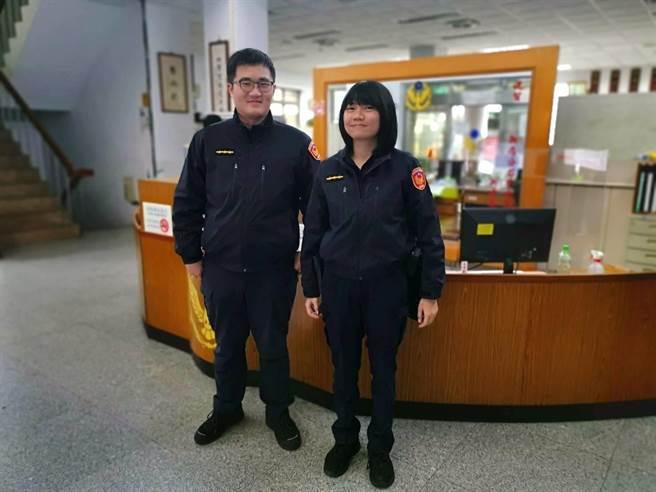 新北市新店警分局双城派出所警员伍振昌、李雅姿协助老翁返家。(新店警分局提供)
