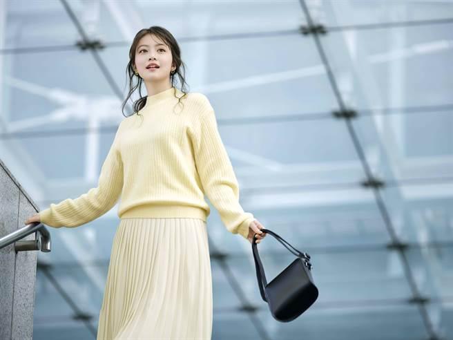冬末初春不妨像日本女星今田美櫻穿上針織單品,展現日式質感女人味。(圖/品牌提供)