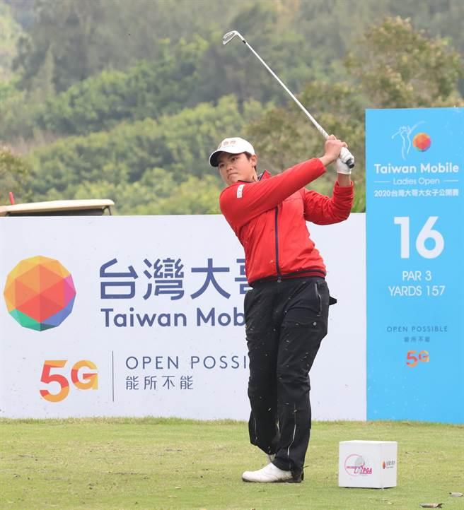 前佩芸在台灣大哥大女子高球賽第二回合擴大領先優勢,明天將帶著6桿領先局勢爭奪冠軍獎盃。(樺暉整合行銷顧問有限公司)
