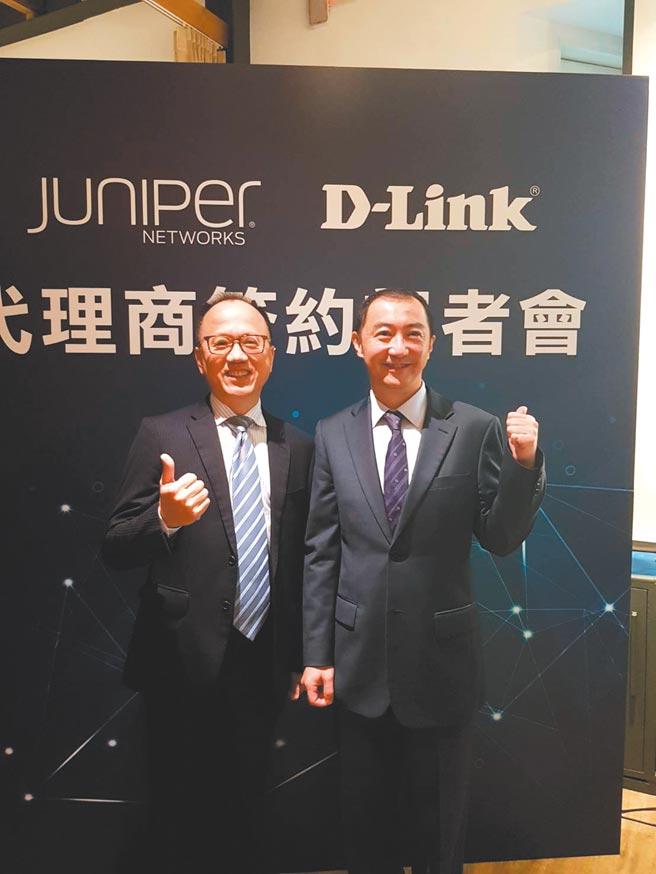 友讯科技拿下Juniper Networks台湾代理权,23日由友讯台湾分公司总经理锺振远(右)和Juniper Networks台湾区总经理林蒲英代表签约。图/郑淑芳