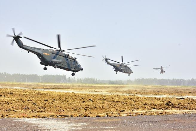 2018年5月30日,第71集團軍某陸航旅訓練低空聯合作戰能力。(新華社)