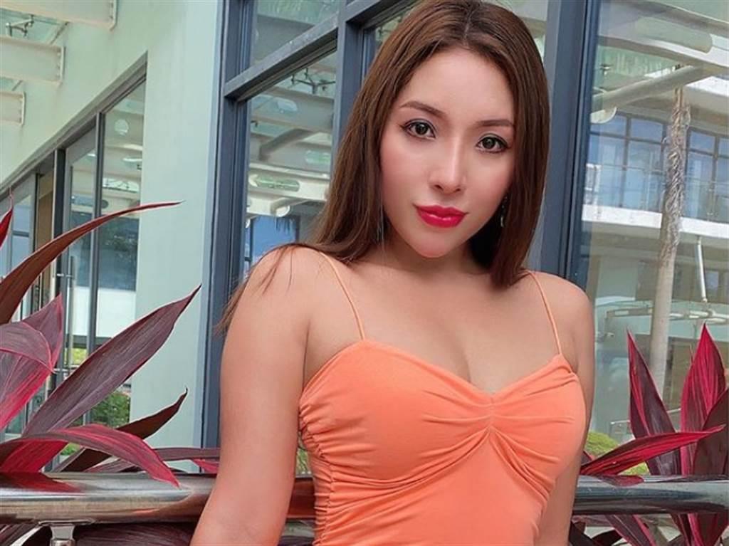 緬甸女醫師南美珊常在社群網路PO美照,展示姣好身材,卻遭吊銷醫師執照,轉戰成人界後更有「錢」途。(圖/翻攝自INS/nangmwesan)