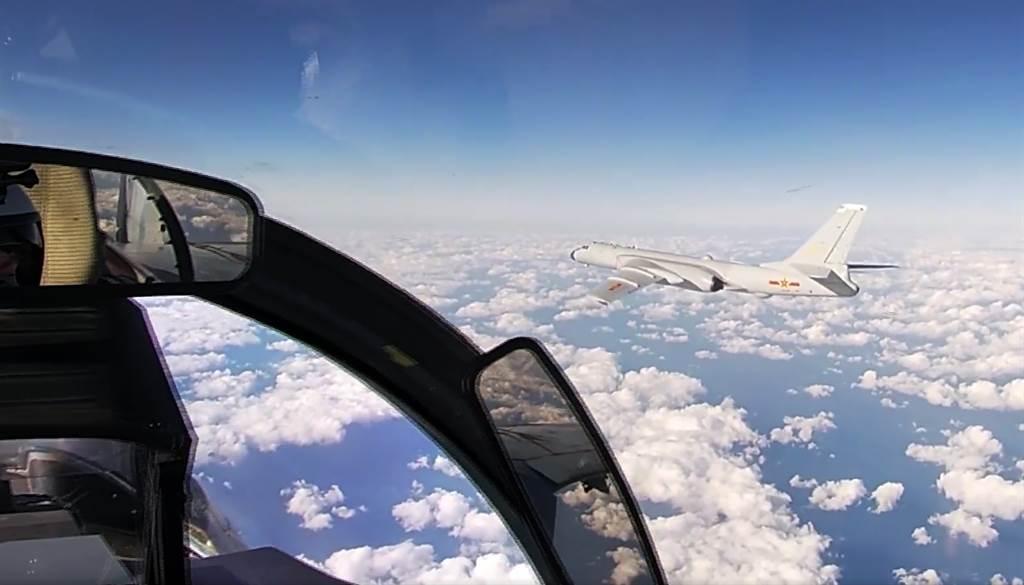 解放軍轟-6K和俄羅斯圖-95轟炸機周二聯合巡航西太平洋的畫面。(俄羅斯國防部/美聯社)