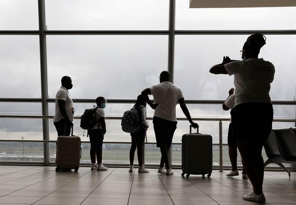 美国政府宣布,自本月28日起,所有来自英国的航空旅客必须附上登机前72小时内的2019冠状病毒疾病(COVID-19)筛检阴性证明。示意图/路透(photo:ChinaTimes)