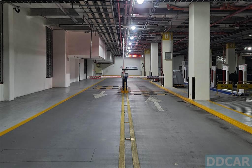 特斯拉南港 V3 新超充來啦!月底完成佈線,明年「很快」會上線!
