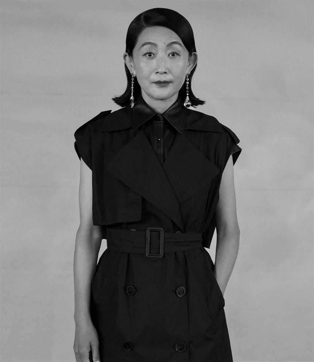 陈瑾今年56岁,儘管不婚不育,现在的她过得相当幸福自在。(图/ 摘自微博)