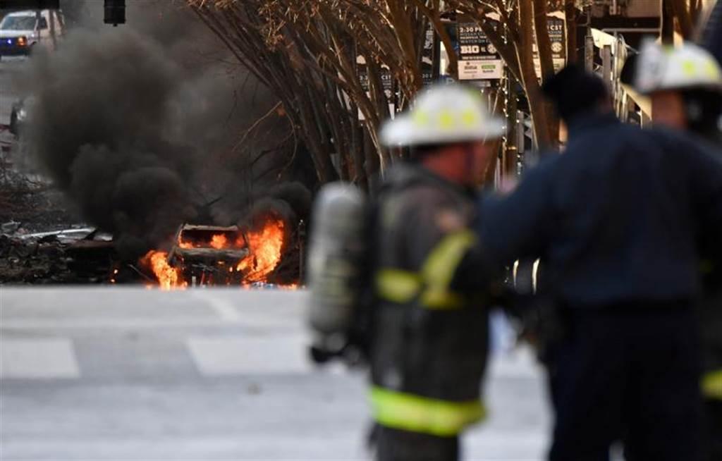 納希維爾市25日傳出休旅車爆炸,並造成3人受傷,警方懷疑此一事件為有心人士所為。(圖/路透社)