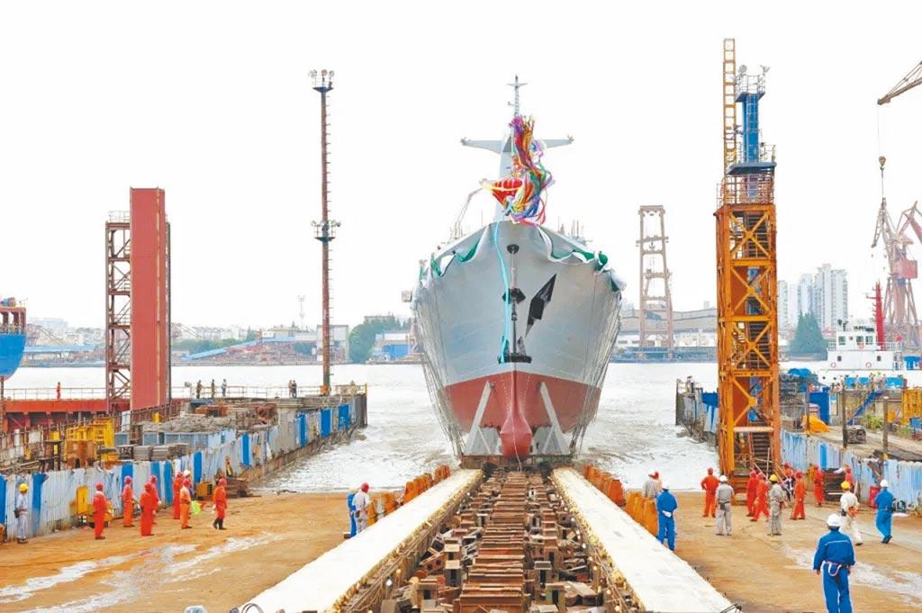 8月23日,大陸為巴基斯坦海軍建造的首艘054A/P護衛艦下水艤裝。(取自巴基斯坦海軍)