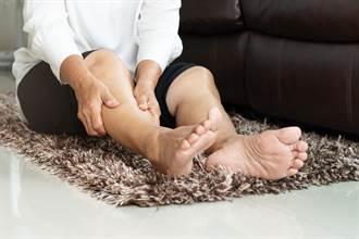 痛爆!天冷好发脚抽筋 常吃3种食物+1个动作有效缓解