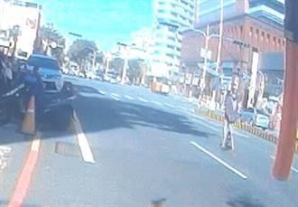 馬路如虎口 視障者走慢車道茫茫不知 霧警即時拉住止憾事