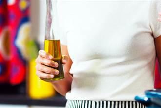 喝豬油減肥 妙齡女半年瘦15公斤 醫曝後續狀態