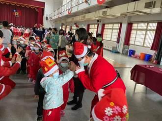 朴子國小慶耶誕 邀聖心教養院及早療學童共度佳節