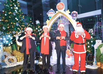 今年主題為「璀璨極光冰雪城」 中信金融園區 敲響耶誕平安鐘
