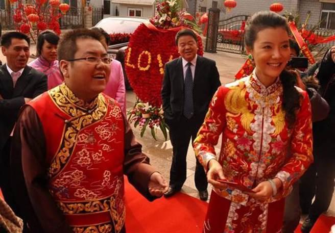 車曉當年嫁給山西最年輕首富李兆會,奢華婚禮轟動一時。(取自新浪網)
