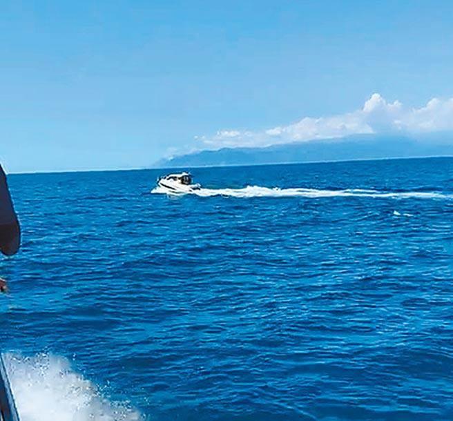 今年8月間,宜蘭龜山島海域接連發生民眾駕駛遊艇追趕 鯨豚群的事件。(本報資料照)