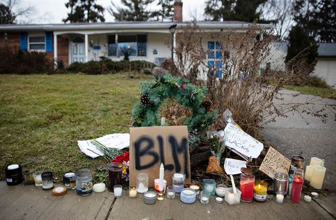 法新社報導,47歲的希爾(Andre Maurice Hill)21日晚上在一間獨棟民宅車庫,遭警方開數槍身亡。(圖/路透)