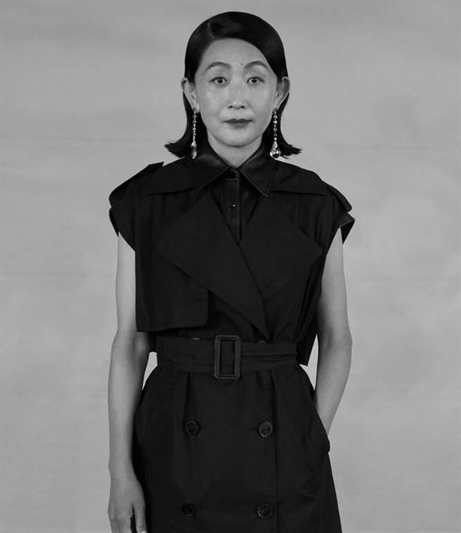 陳瑾今年56歲,儘管不婚不育,現在的她過得相當幸福自在。(圖/ 摘自微博)