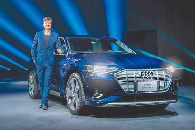 臺灣福斯集團暨臺灣奧迪總裁Matthias Schepers發表豪華電旅Audi e-tron/e-tron Sportback。圖/業者提供