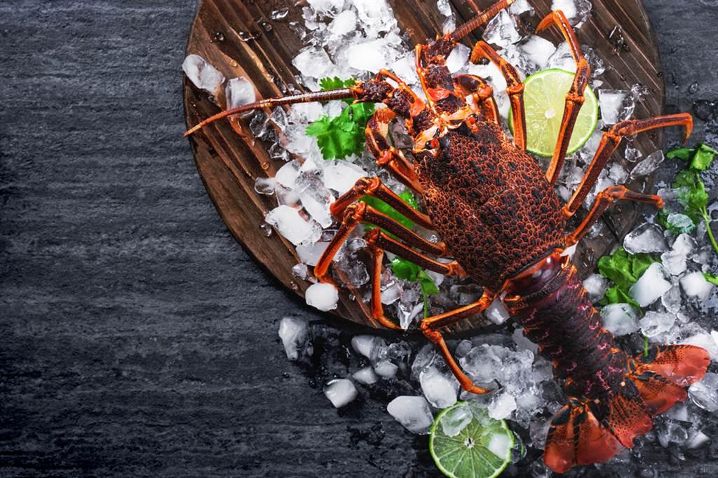 高雄活蝦餐廳遭海軍棄單,老闆傻眼大呼損失慘重,但海軍卻透露有付訂金。(示意圖/Shutterstock)
