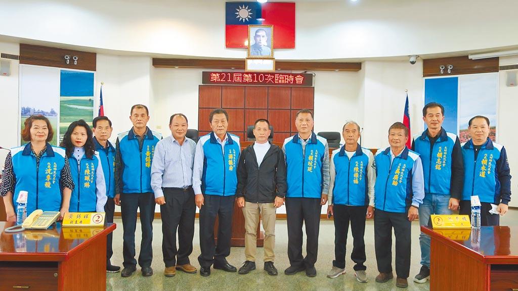 彰化縣大村鄉民代表會昨全體出席代表會臨時會,表達對公所發放振興關懷禮金的全力支持。(謝瓊雲攝)
