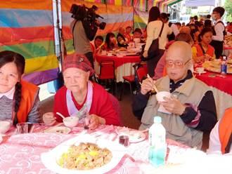 弘道、輝瑞辦圍爐餐「封街辦桌」七旬獨居爺努力抗癌 20年未吃「圍爐餐」