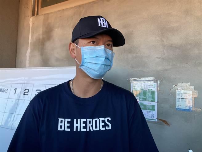 中信兄弟教練王建民參加棒球訓練營。(鄧心瑜攝)