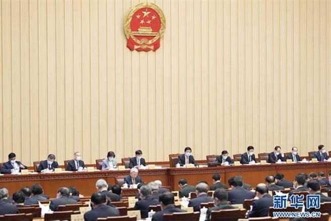 大陸全國人大修改《刑法》降低刑責年齡至12歲。圖為12月23日全國人大常委會第24次會議在北京人民大會堂舉行第二次全體會議。(新華社)